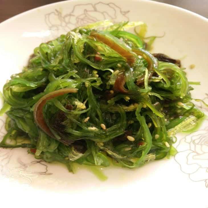 Salada de alga wakame