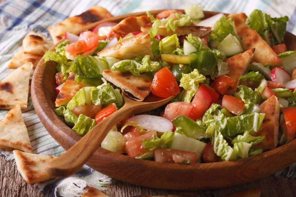 Salada árabe fatuche