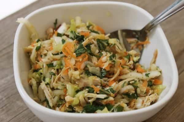 Salada asiática de frango