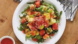 Salada com frutas e presunto