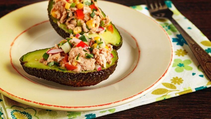 Salada de abacate e atum
