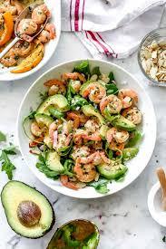 Salada de abacate e camarão especial