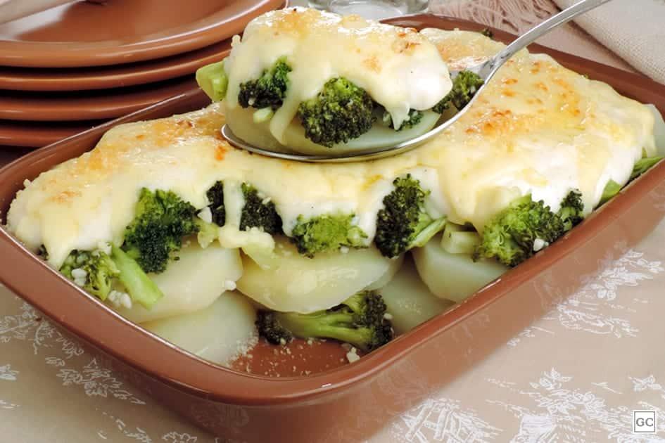 Brócolis gratinado com creme de batata