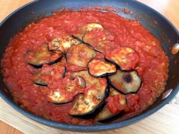 Molho de tomate com berinjela