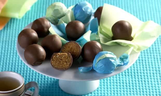 Bombom de chocolate com amendoim