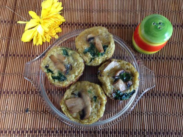 Receita de mini omeletes de espinafre e cogumelos