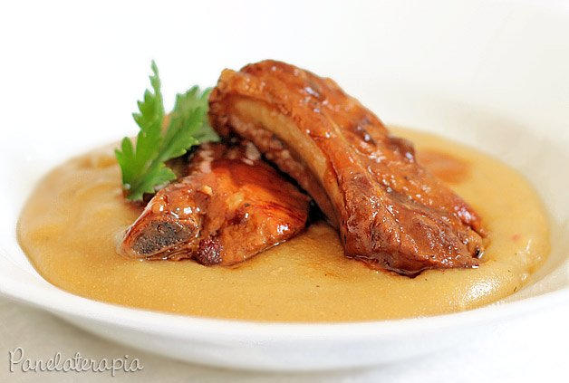 Receita de costelinha de porco com polenta cremosa