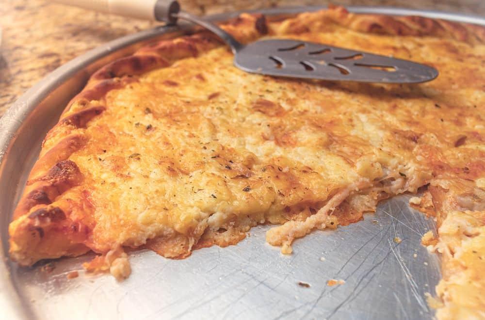 Receita de pizza de queijo prato