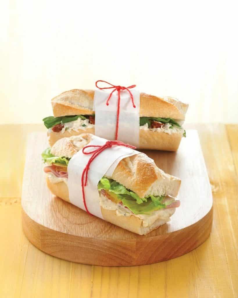 Receita de sanduíche de presunto com roquefort e frutas