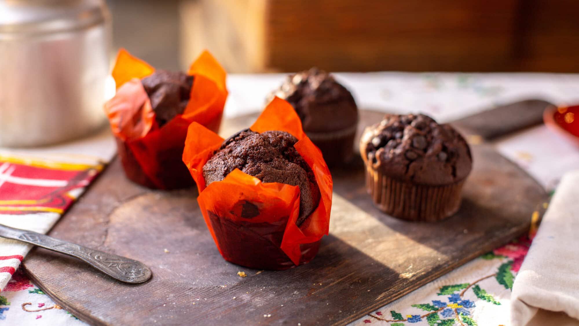 Mini bolo de chocolate com geleia de laranja
