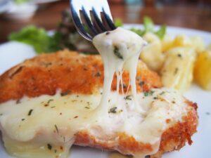 Receita de frango especial ao molho branco e queijo